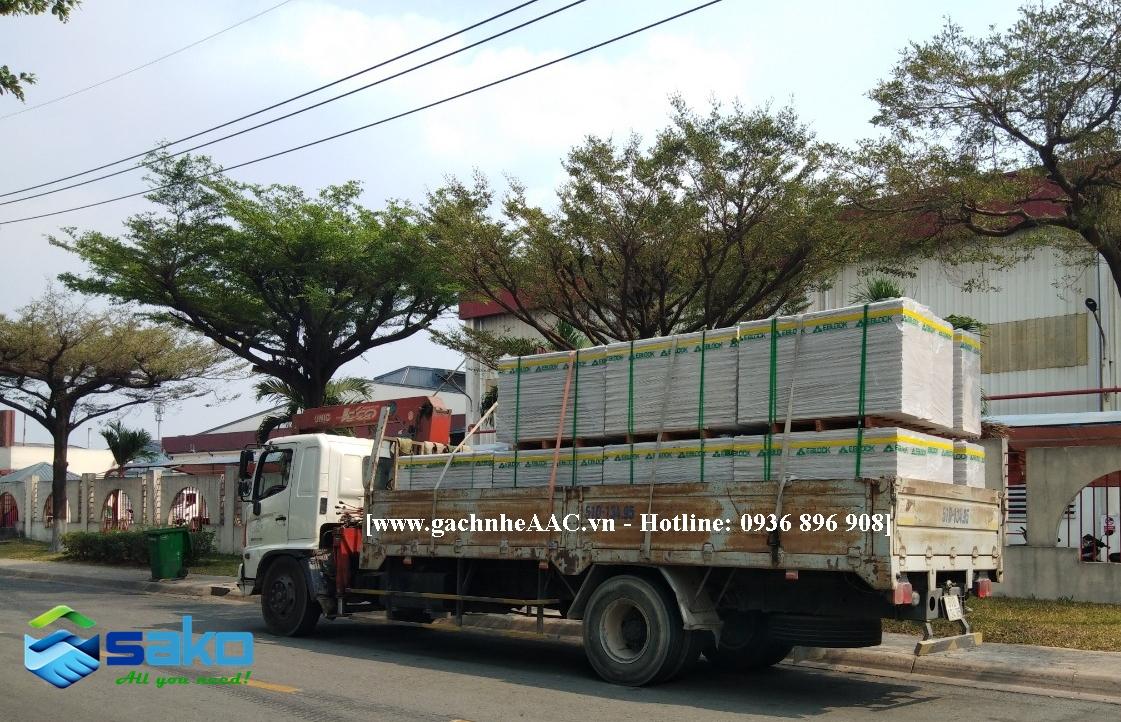 Xe giao tam tuong AAC PANEL len khu cong nghiep VSIP 1 Binh Duong