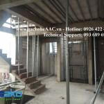 Khách sạn 5 tầng tại Hẻm Trường Chinh, Tân Bình sử dụng 100% gạch AAC xây, sàn tấm bê tông siêu nhẹ kích cỡ 1200x600x75mm với 01 lưới thép fi4, hệ đỡ xà gồ bên dưới.