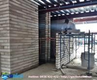Biệt thự kiến trúc Châu Âu - Xây tường bao che, tường ngăn bằng gạch AAC 600x100x100mm không tô trát, mạch vữa giữ nguyên trạng.