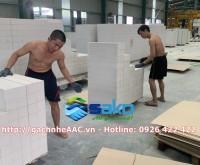 Công nhân đang xếp từng viên gạch lên PALET chuẩn bị giao cho khách hàng. Liên hệ mua gạch Hotline: 0926 422 422
