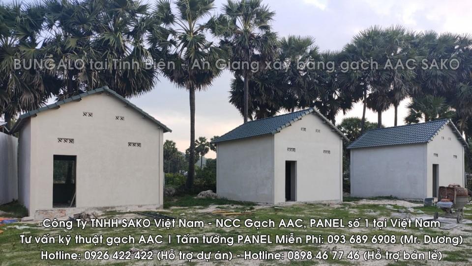Bungalow tai Tinh Bien, An Giang xay bang gach be tong khi chung ap AAC SAKO VIETNAM, Hotline 0926 422 422